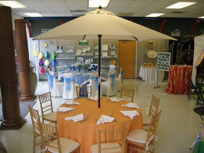 9 Market Umbrella Table With A 48 Quot Or 60 Quot Table Rental